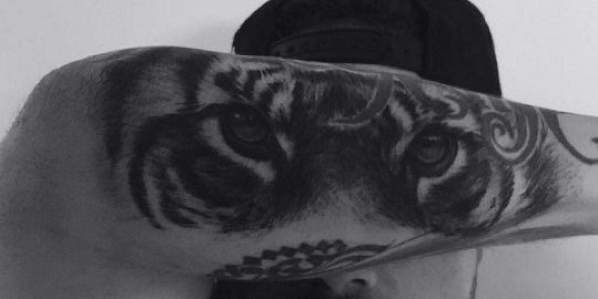 J Balvin deja a un lado la música para ponerse a hacer tatuajes