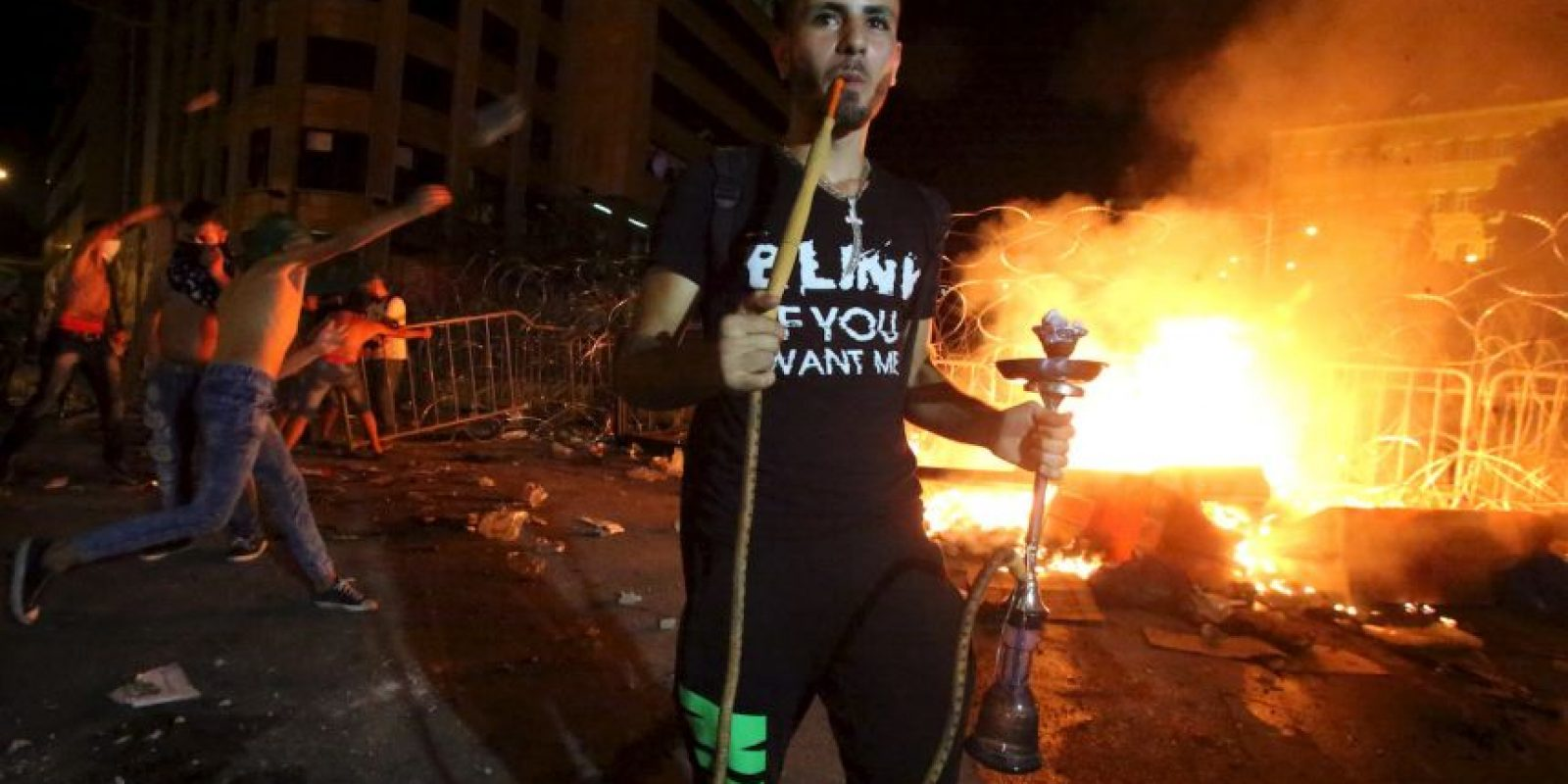 Manifestante fuma en el Líbano. Foto:AFP