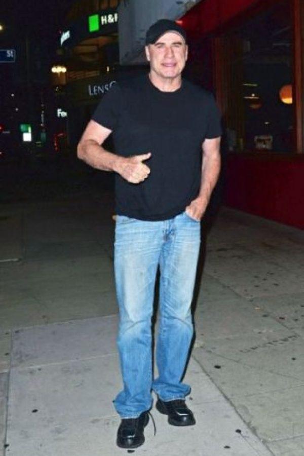 Mientras el actor salía de un restaurante de sushi en Los Ángeles, fue captado con la bragueta del pantalón abajo. Foto:The Grosby Group