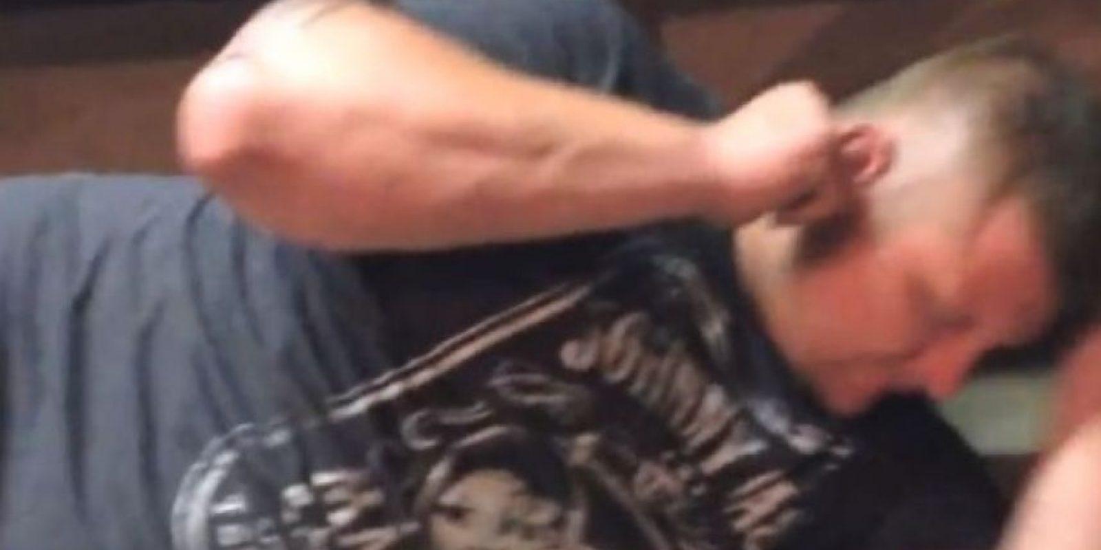 Michael Gorman, un hombre de Missouri experimentó la incómoda sensación de alojar una polilla en su oreja. Foto:Vía Youtube