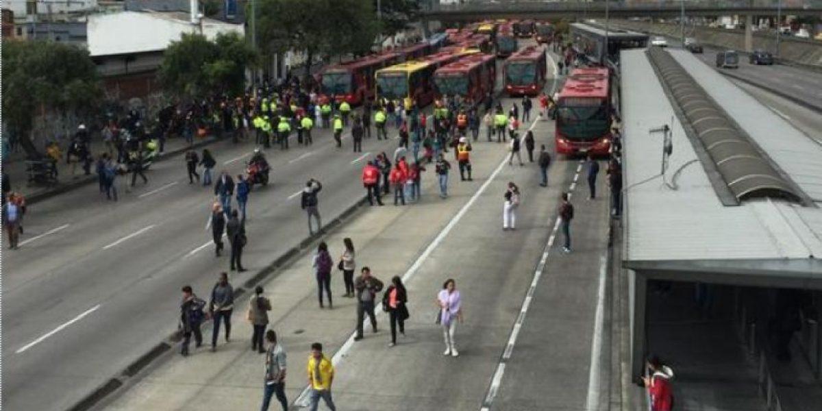Bloquean TransMilenio en la carrera 30 con 64