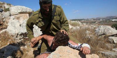 Fue detenido y acusado de arrojar piedras contra soldados israelíes Foto:AFP