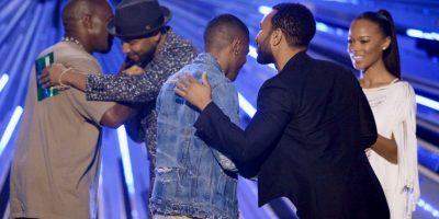 El cantante también hizo las paces con Taylor Swift por el incidente de 2009, cuando la interrumpió mientras recibía su premio MTV VMA. Foto:Getty Images