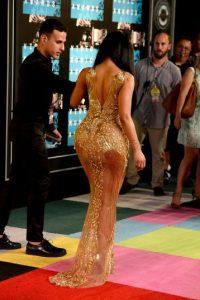En redes sociales se burlaron del entallado vestido Foto:Getty Images