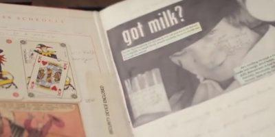 """Dentro de las páginas hay recortes de Malcolm McDowell como """"Alex DeLarge"""" en el filme """"La Naranja Mecánica"""". Foto:vía YouTube"""