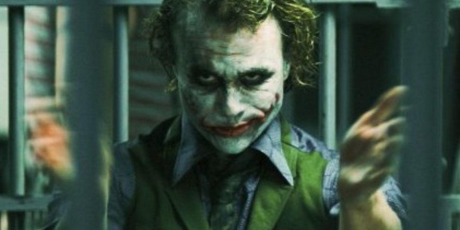 """""""Él es un auténtico sociópata, un payaso de sangre fría, un asesino en serie y el director (Christopher Nolan) me dio rienda suelta"""", indicó Ledger. Foto:IMDB"""