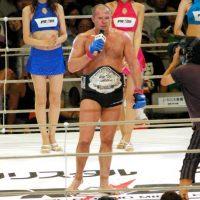 """Es considerado el mejor peso pesado en la historia de las artes marciales mixtas y fue nombrado el mejor peleador de la década de 2000-2010 por la revista """"Sports Illustrated"""". Foto:Getty Images"""