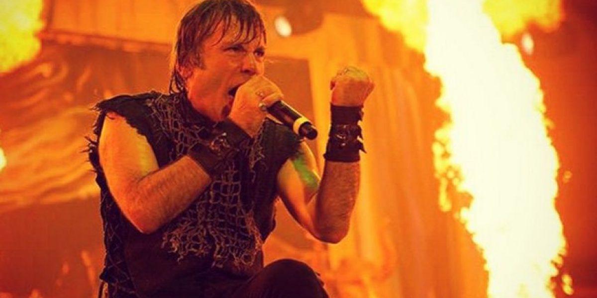 Vocalista de Iron Maiden culpa al sexo oral de su cáncer