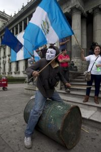 Por primera vez se le retiró al presidente en funciones la inmunidad constitucional Foto:AP