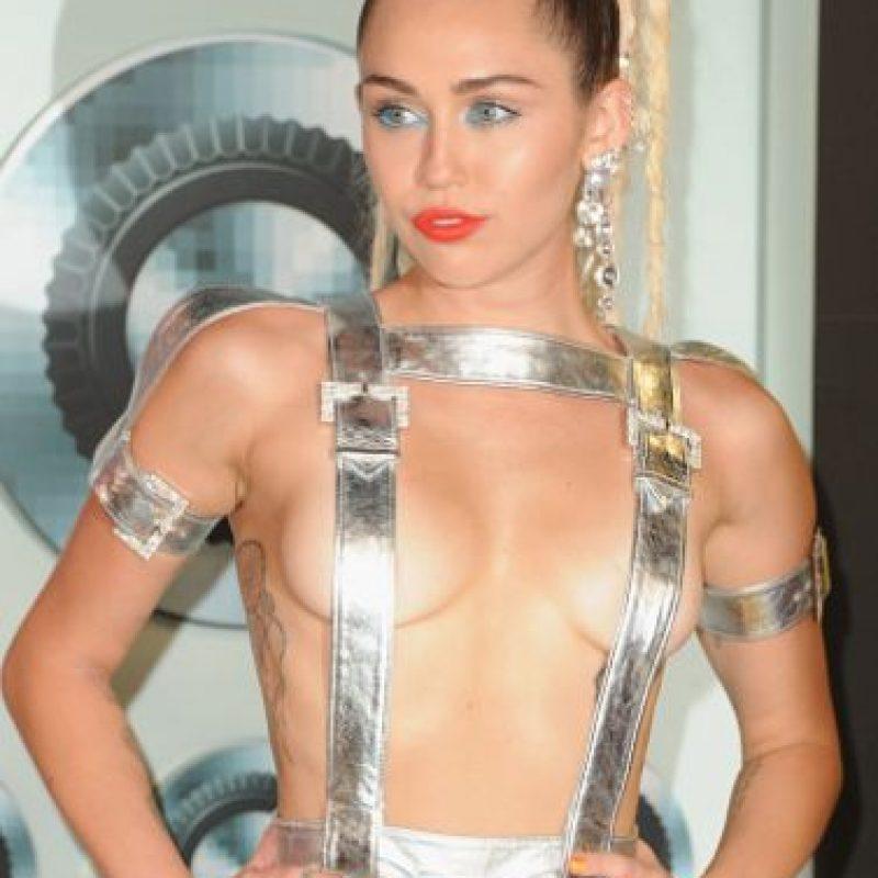 Pero Miley ha basado su vestuario en varias corrientes estéticas. Foto:vía Getty Images