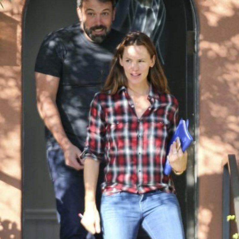 Sin embargo, ninguno de los actores lleva sus anillos de matrimonio. Foto:Grosby Group