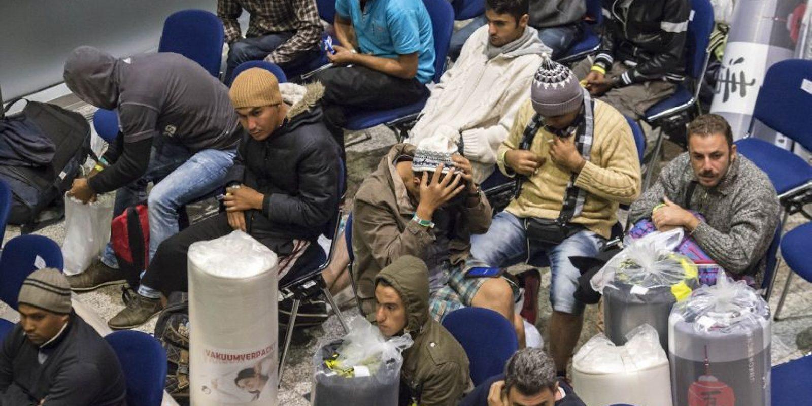 Los refugiados fueron acogidos con aplausos. Foto:AP