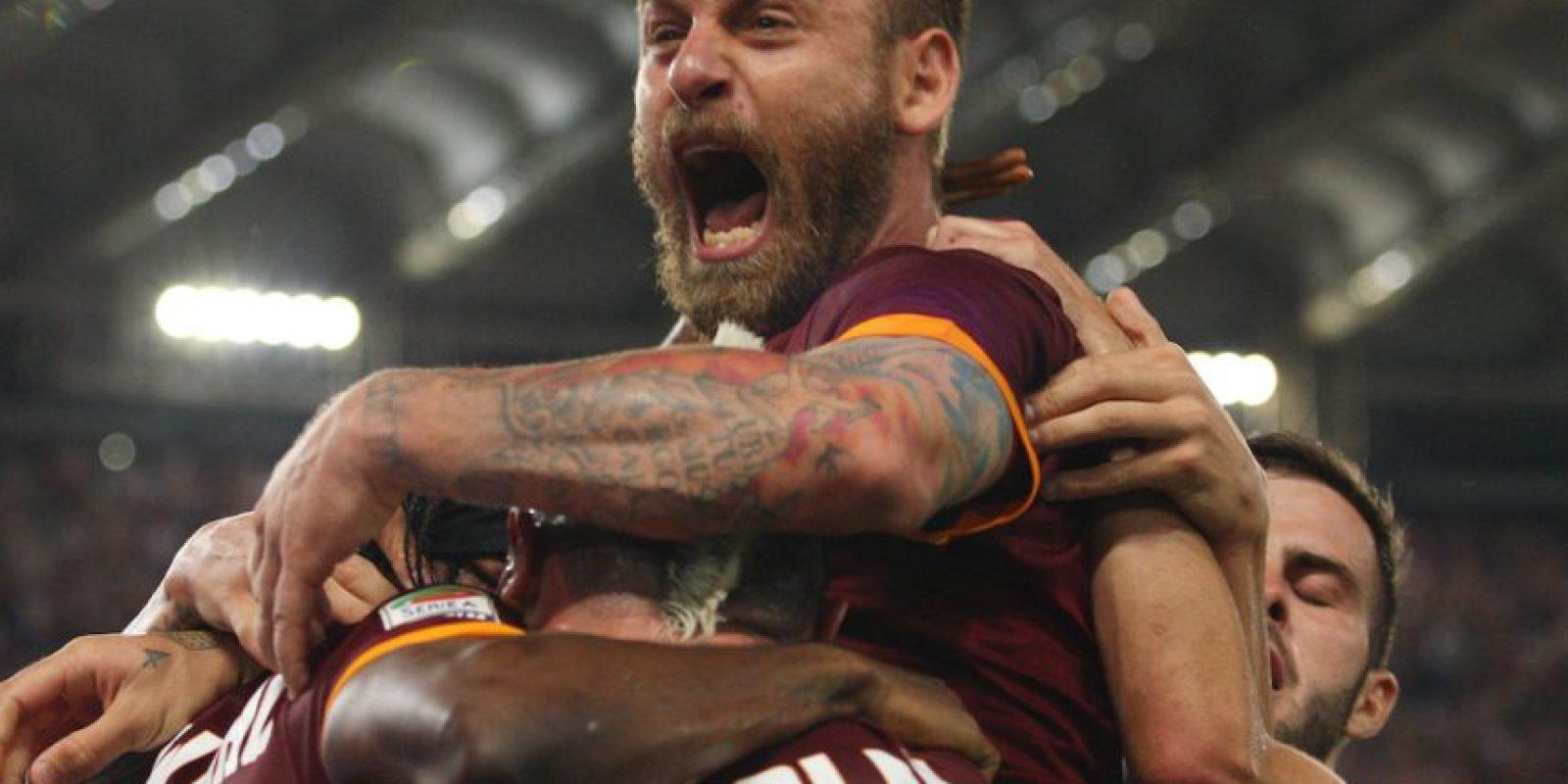 """4. AS Roma / El club italiano lanzó una propuesta para crear un programa denominado """"Football Cares"""", en el cual los clubes y los aficionados puedan hacer donativos para multiplica la recaudación de fondos en apoyo a los refugiados. Foto:Getty Images"""