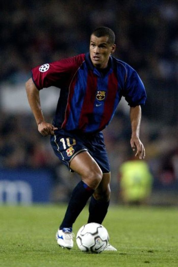 El crack quería jugar en el centro y el holandés le pedía que estuviera en la izquiera ¿El resultado? Salió en 2002 del Barcelona Foto:Getty Images