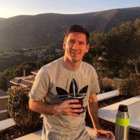 Messi también ama los automóviles. Su garaje tiene un valor de 600 mil euros y destacan vehículos como un Maserati Gran Turismo MC Stradale y un Ferrari F430.