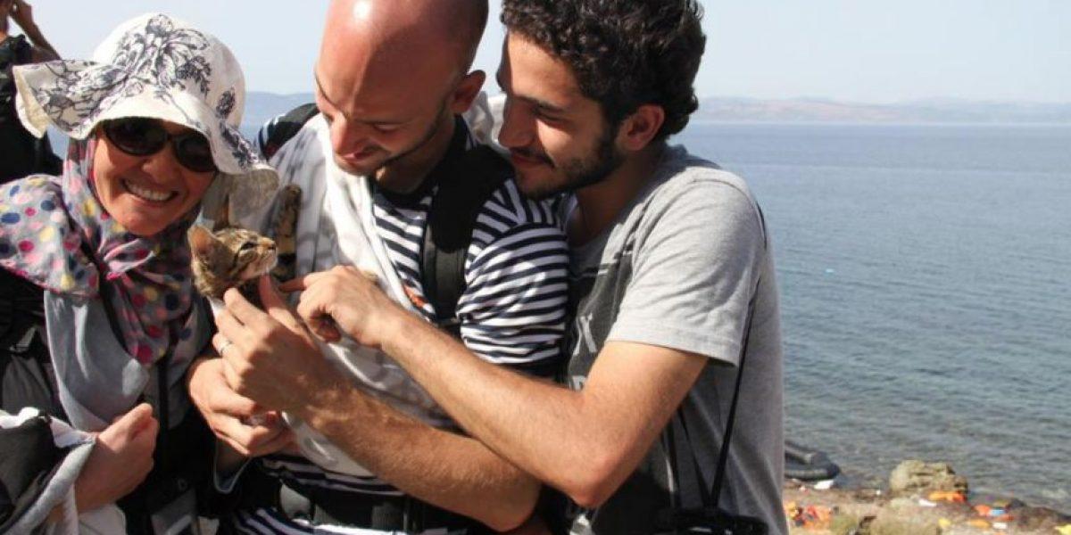 Refugiado sirio y su gatito atraviesan el Mediterráneo y conmueven Internet