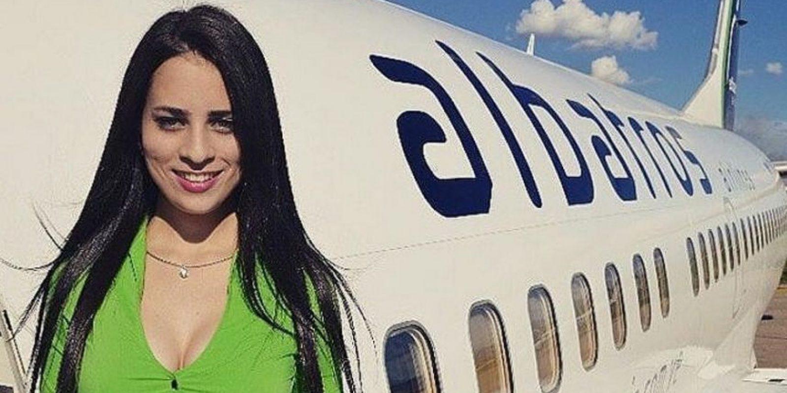 """Aunque las sobrecargos llegan temprano al aeropuerto y acomodan a los pasajeros en sus lugares, no se les paga nada de eso. A la tripulación de auxilio se les paga sólo por las """"horas de vuelo"""", es decir, hasta que la puerta se cierra y el avión comienza a moverse. Foto:Vía Instagram#Sobrecargo"""