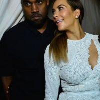 Posando detrás de Kim. Foto:Getty Images