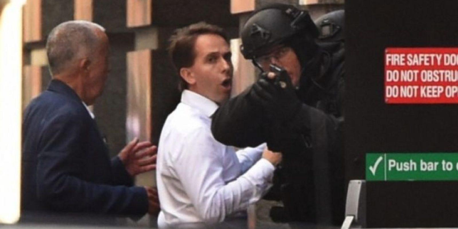 Un clérigo musulmán secuestra a 17 personas en una cafetería en Sidney, acción que acabó con el asaltante y dos rehenes muertos. Foto:AFP