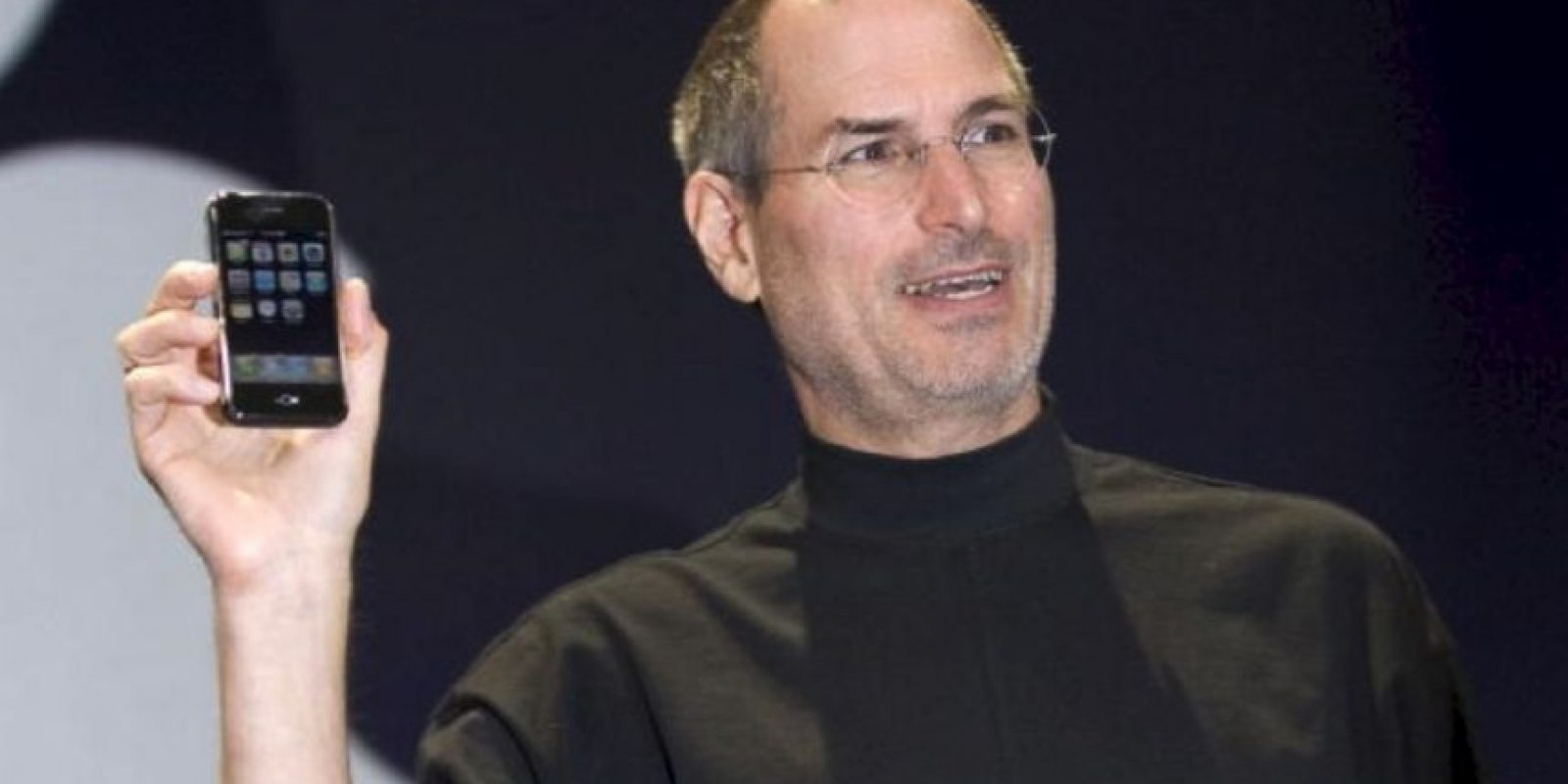 Steve Jobs, CEO de Apple, presentó el primer iPhone el 9 de enero de 2007 en la MacWorld Expo Foto: Getty Images