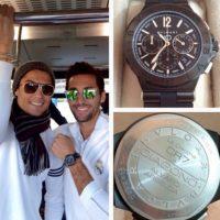 """Es tanta su afición a los relojes que cuando el Real Madrid ganó su décima Champions League, Cristiano le regaló a cada uno de sus compañeros un reloj conmemorativo, fabricado por """"Bvlgari"""" y con un valor de 8 mil euros. Foto:Vía twitter.com/17arbeloa"""
