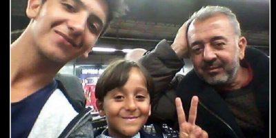 Ahora se reunió con su hijo de 18 años, Mohammad Al Ghadabe. Foto:Vía twitter @RichterSteph