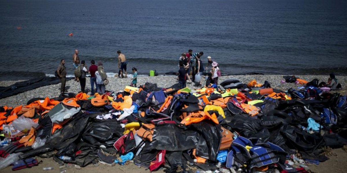 Los estremecedores mensajes que escriben los refugiados en sus chalecos salvavidas