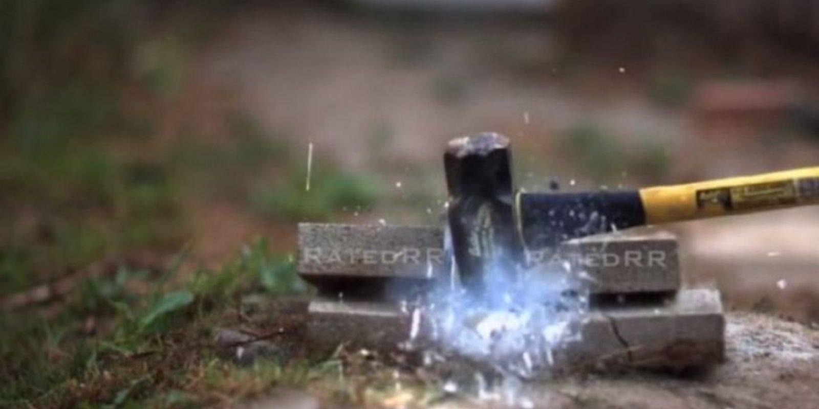 La destrucción del iPhone 6 Plus es total. Foto:vía TechRax / YouTube
