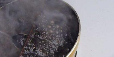 El líquido se comenzó a hacer espeso. Foto:vía TechRax / YouTube