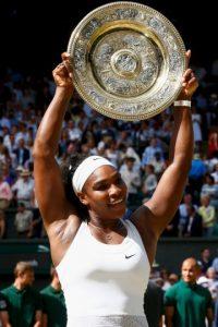 A pesar de su caída tan sorpresiva en semifinales del US Open, Serena Williams sigue siendo la mejor tenista del mundo. La estadounidense se coronó en Australia Open, Roland Garros y Wimbledon y se quedó a dos partidos de ganar los cuatro Grand Slam en una temporada. Eso sí, llegó a su título 21 y está a uno sólo de la legendaria Steffi Graft. Foto:Getty Images