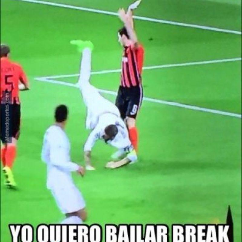 """En la que Sergio Ramos destacó por un """"piscinazo"""". Foto:Vía twitter.com/troll__football"""
