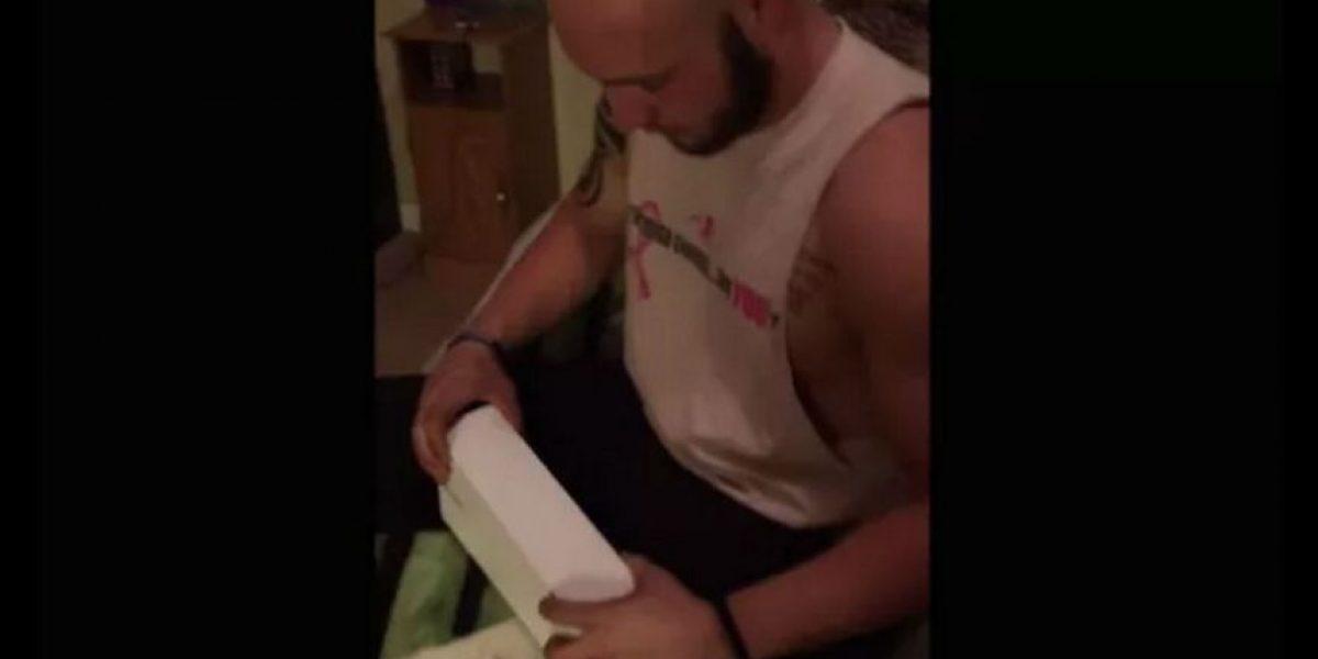Video: Hombre creyó recibir un Apple Watch, pero su sorpresa fue mayor