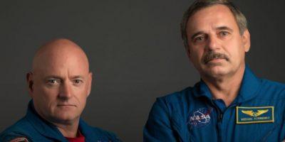 Scott Kelly (izquierda) y Mijaíl Korniyenko (derecha) llevan seis meses en el espacio. Foto:Vía nasa.gov