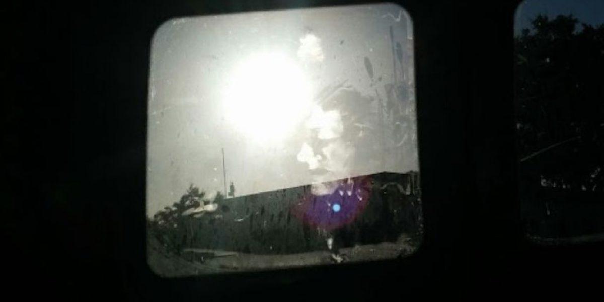 Se durmió en el auto y al despertar vio esta mancha espeluznante
