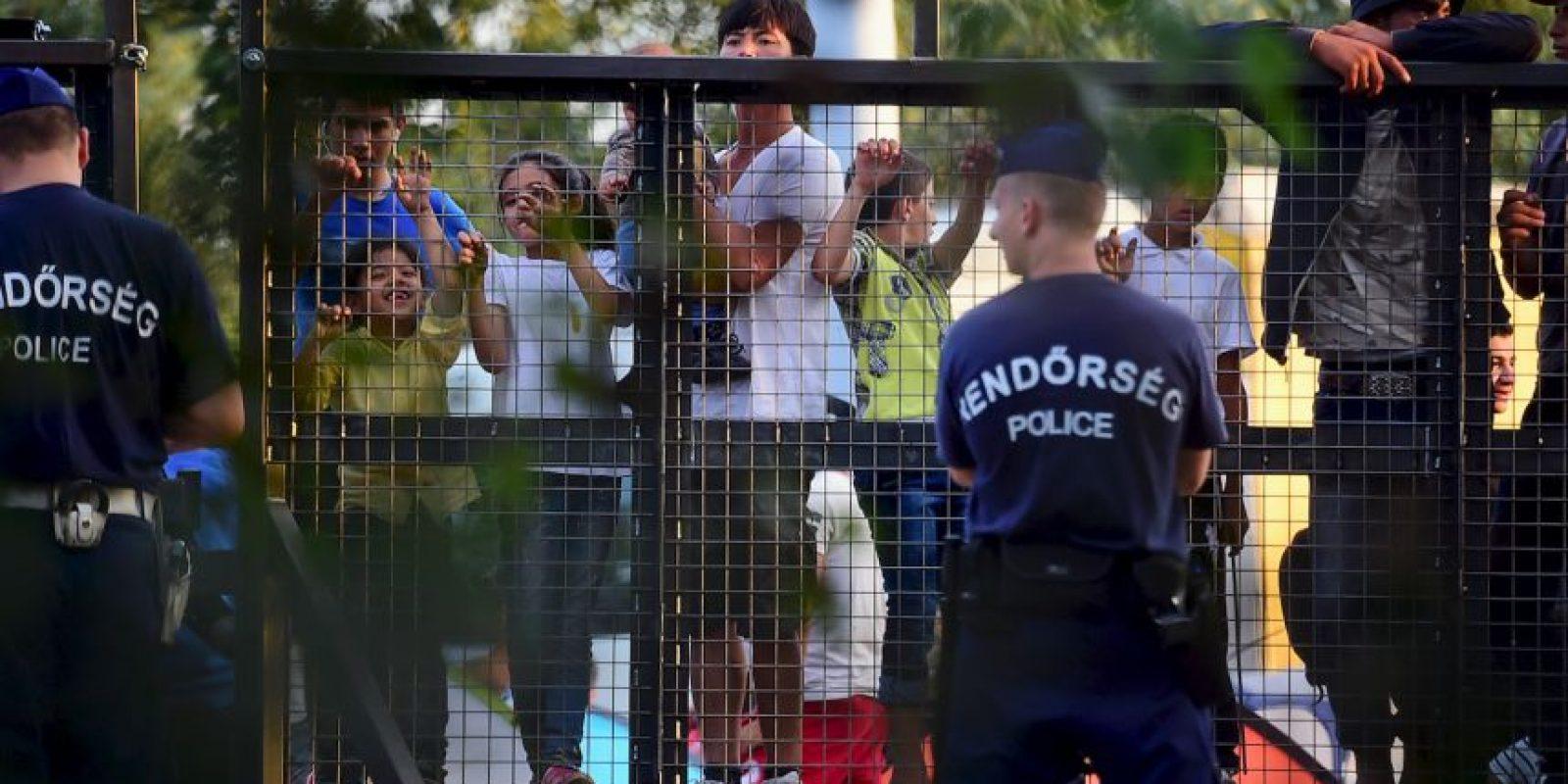 Y puso a cientos de policías y militares a resguardar la frontera. Foto:AFP