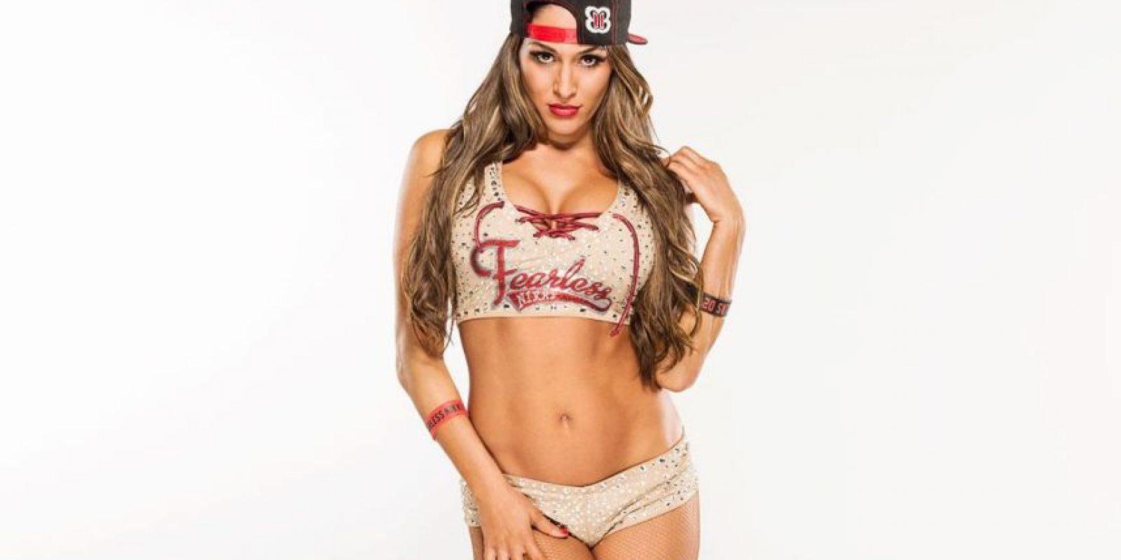 Con ello, Nikki llegó a 296 días de reinado y se convirtió en la diva con el reinado más largo en la historia de la WWE. Foto:WWE