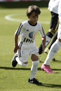 Y en el partido Real Madrid vs. Granada, el pequeño Zaid acompañó a Cristiano Ronaldo. Foto:Getty Images