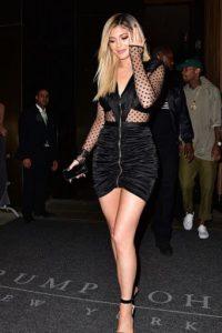 """""""Quiero ser Kim pero con materiales más baratos"""", grita su vestido. Foto:vía Getty Images"""