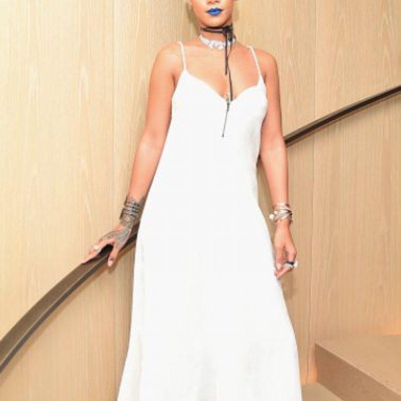 Es quizás hasta injusto que Rihanna esté acá, sobre todo rescatando una tendencia de comienzos de milenio. Pero verse como una diosa backpacker cuando se le han visto mejores cosas tiene su precio. Foto:vía Getty Images