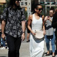 Pero en el caso de Zoë Kravitz ella encontró quizás el primer vestido minimal que sacó la marca y en ventas de segunda mano. Foto:vía Getty Images