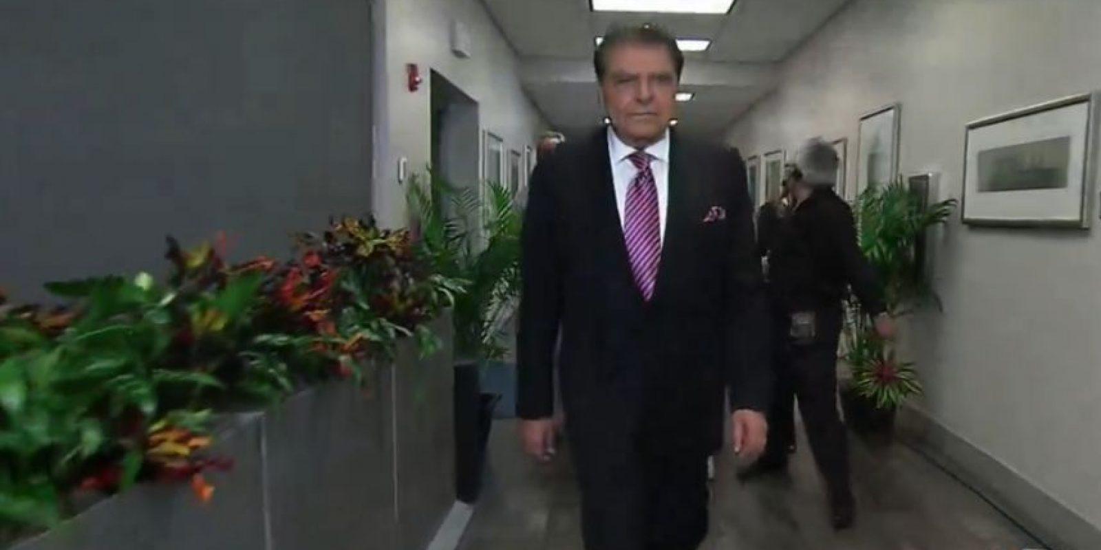 Lo aplaudieron al salir. Foto:vía Univisión