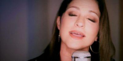 Con una bella canción de Gloria Estefan, se despidió. Foto:vía Univisión