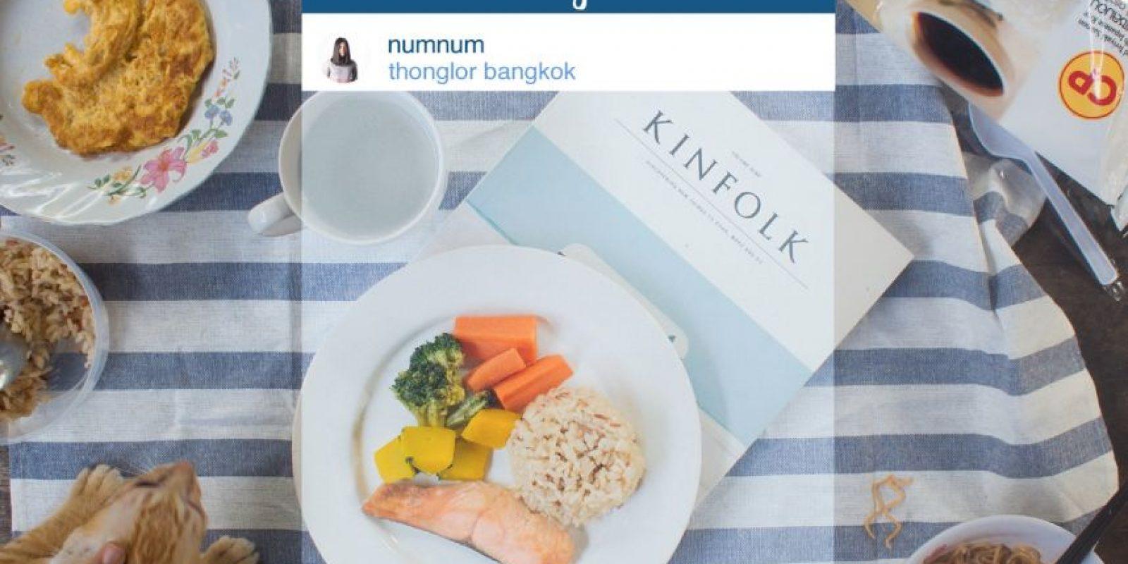 Una mesa con menos presentación que el plato fotografiado. Foto:vía Facebook/Chompoo Baritone