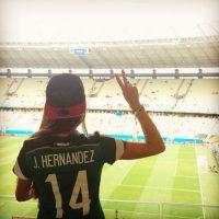 """En marzo de 2015, la revista española """"Hola"""" publicó unas fotos del """"Chicharito"""" besándose con la periodista española Lucía Villalón, lo que significaba que su relación con su novia de años ya no seguía en pie. Foto:Vía instagram.com/letysaha"""