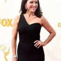 Julia Louis Dreyfus, en negro absoluto. Foto: vía Getty Images