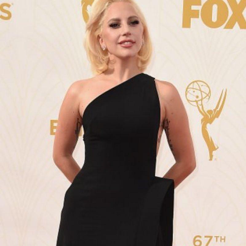 Su vestido de Brandon Maxwell la hace ver sobria. Foto:vía Getty Images