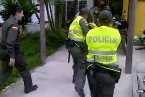 Policías y militares 'pelean' con una anaconda y el video se hace viral Foto:Tomada de Facebook
