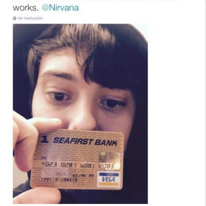 """""""La tarjeta de crédito de Kurt Cobain. Me pregunto si aún funcionará"""", explicó mostrando el objeto Foto:Twitter.com"""