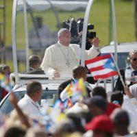 """1. """"El diálogo y el encuentro debe imponerse sobre el sistema de dinastías y de grupos"""", dijo el papa a su llegada, sobre el deshielo de las relaciones entre Cuba y Estados Unidos. Foto:Getty Images"""