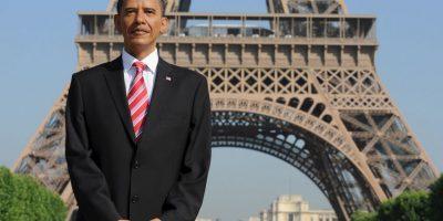 Una figura de cera del presidente estadounidense Barack Obama se presenta delante de la Torre Eiffel en 2009. Foto:Getty Images